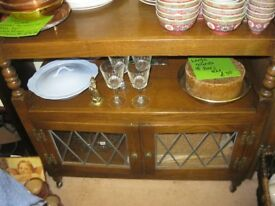 QUALITY 'OLD CHARM' ORNATE OAK TEA TROLLEY. 2 SHELVES & ORNATE CABINET. LARGE CASTORS. DELIVERY POSS