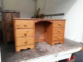 Large pine desk very good condition
