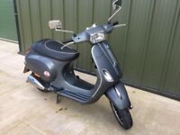 Runs perfect, a few small scratches. Well loved Vespa.