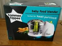 Baby food blender with containers