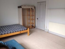Extra large room in shared house with garden. All bills included. No extra costs.