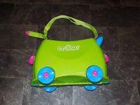 Trunki with Comfy Saddle Bag and yondi travel pillow