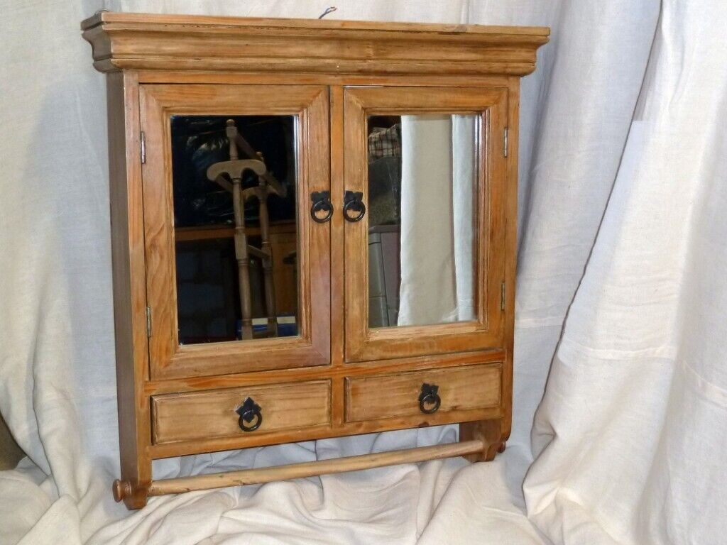 Picture of: Vintage Solid Pine Bathroom Cabinet In Ringwood Hampshire Gumtree