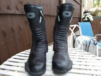 MOTOCYCLE BOOTS SIZE 10