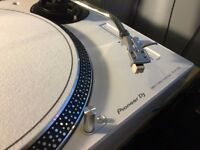 Pioneer decks and mixer - DJM-350 & PLX-500 White x2 - Full turntable setup