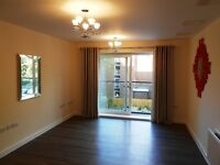 Beautifully Presented Two Bedroom, Two Bathroom Apartment close to Reading Town Centre, Avail NOW