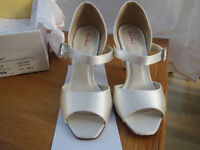 "Ivory Satin, bridal shoes, size 5.5 , 4 "" heel, unworn"
