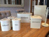 Cream vintage effect kitchen set