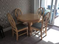Oak circular dining table with 4 matching chairs, 3ft 6 diameter, but expands to 4ft 9