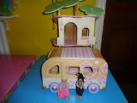 EARLY LEARNING CENTRE WOODEN ROSEBUD CAMPER VAN & TREE HOUSE