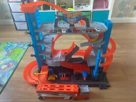 HotWheels ultimate garage and hotwheels carrier, plus 10 cars