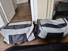 2 Travelling bags