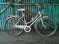 Ladies Raleigh caprice classic bike for town