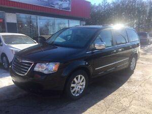 2010 Chrysler Town & Country Touring ***CRÉDIT 100% APPROUVÉ***
