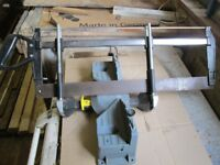 Handheld compound mitre saw
