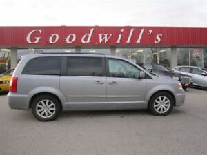 2013 Chrysler Town & Country TOURING! HEATED CLOTH SEATS! QUAD S