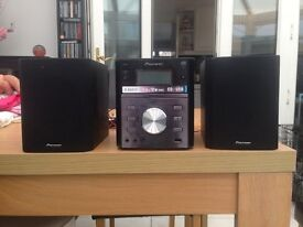 Pioneer stereo system very good condition with remote