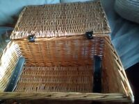 Medium picnic basket