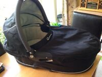Quinny carrycot in black and grey