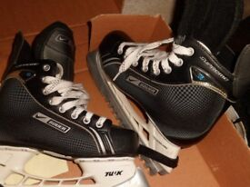 New Bauer Supreme one 05 ice skates size 5.5