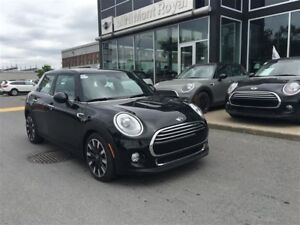 2015 MINI Cooper 5 Door Cooper + AUTO + NAV + LOADED + DEL  + PR