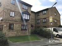 Large 1st Floor Studio Flat In Chadwell Heath, RM6, Quiet Location, Separate Kitchen Local to Staion