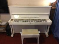 YAMAHA U1A Upright Piano (White and Gold)