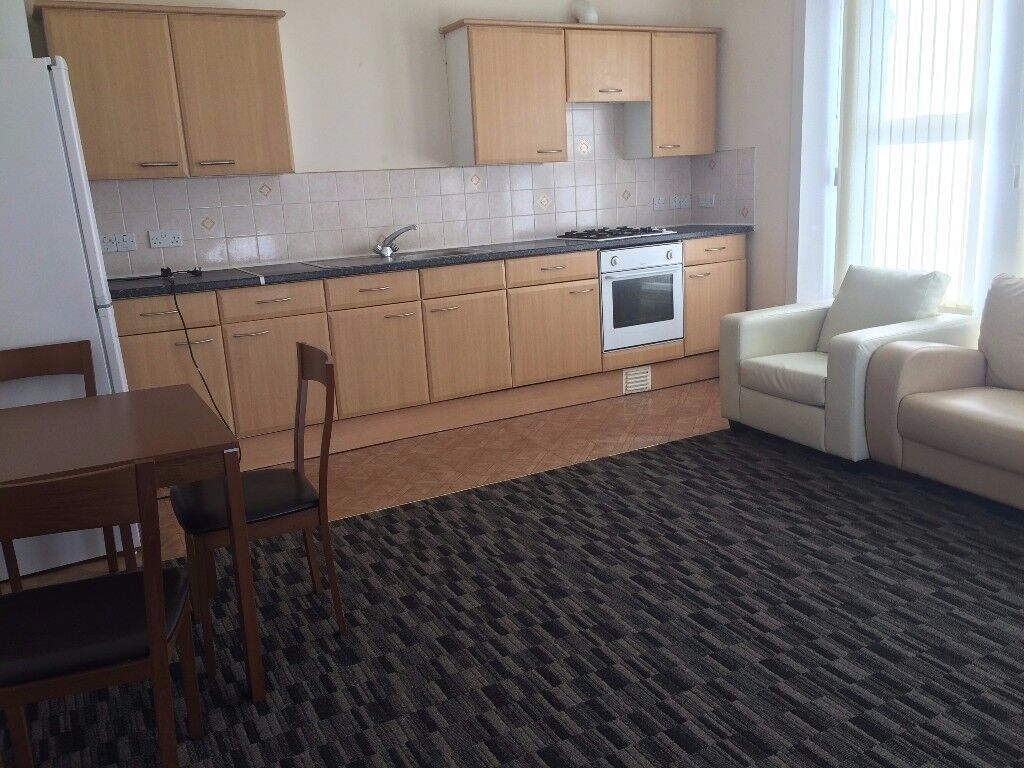 One Bedroom First Floor Flat Opposite Seven Kings Station To Let
