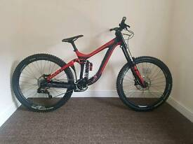 Giant glory advanced 27.5 carbon dh downhill bike + EXTRAS loads