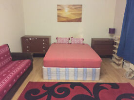 A LARGE CLEAN MASTER BEDROOM AVAILABLE IN EAST HAM