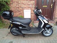 2011 Piaggio FLY 125 scooter, new 1 year MOT, top box, low miles, very good condition, bargain ,,,