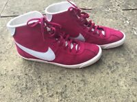 Nike pink trainers