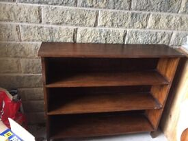 Bookcase, antique style in dark mahogany wood, 3 shelves, great solid bookcase