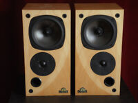 Castle Richmond 2 speakers c/with grills, in excellent condition