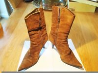 Italian suede boots size 6