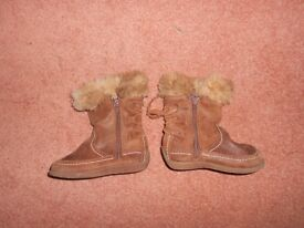 Girls suede boots, size 22, UK 5 from Zara, zipped fastening