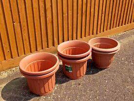 6 plastic garden pots for sale £9