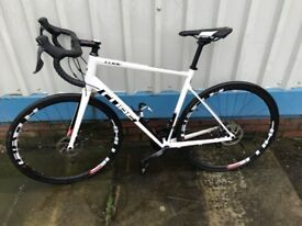 Cube Attain Pro Racing Bike. Disc brakes 18 Gears 5 months old.