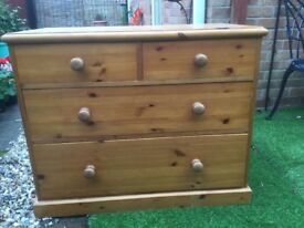Pine chest of drawers 2 small drawers over 2 large