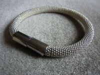 Lovely silver bracelet, magnetic