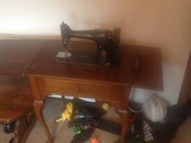 SINGER sewing machine, good condition, just needs a restore up... £30 ono