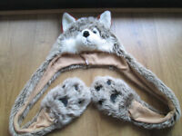 GIRLS/BOYS WOLF HAT/SCARF COMBO - AGE 7/8/9 - VGC