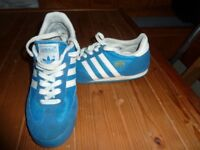 KIDS / CHILD ADIDAS DRAGON TRAINERS SIZE 4 - GOOD CONDITION