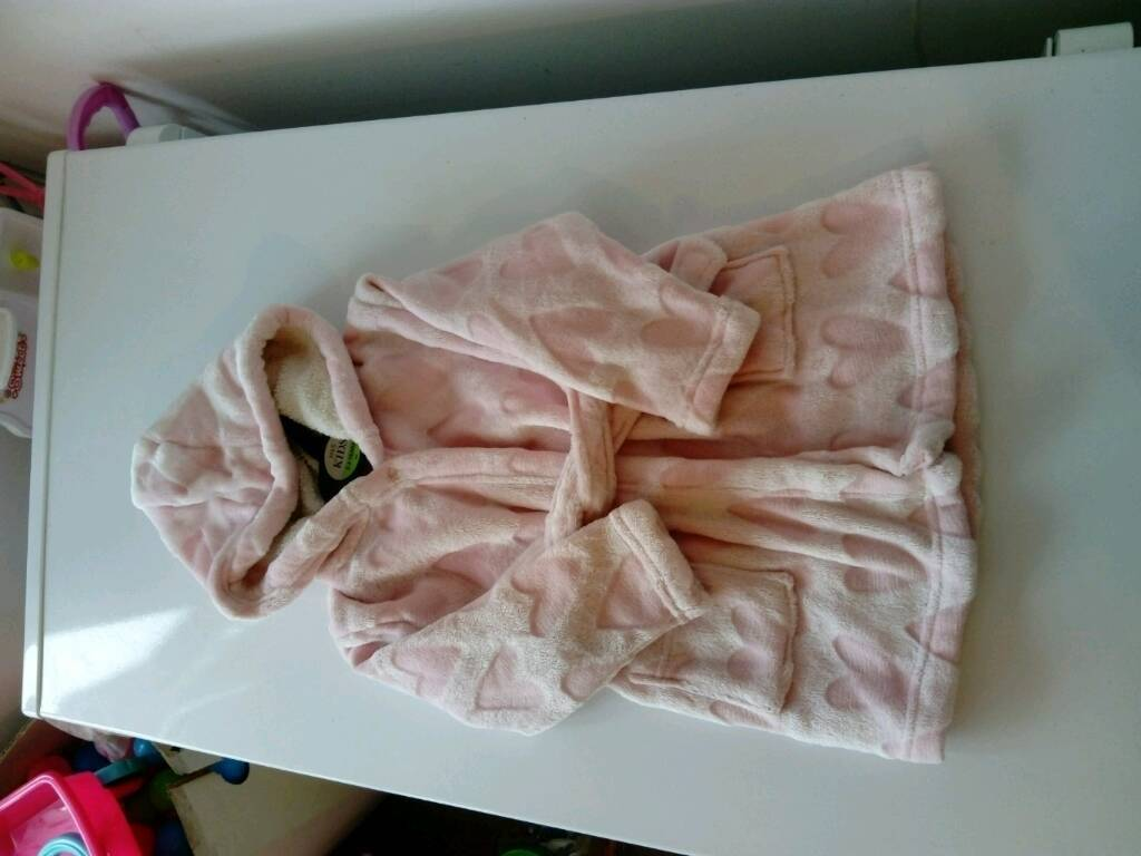 Very soft and snuggly dressing gown 12-18 months