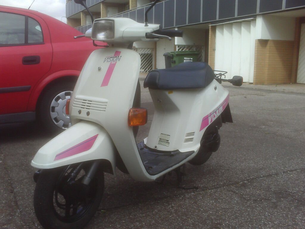 1989 honda vision 50 in white and pink with full years mot. Black Bedroom Furniture Sets. Home Design Ideas