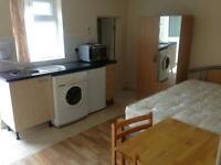 En-Suite Room High Road Leyton Just 5 Mins walk from underground £750PCM