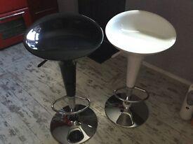 2 kitchen stools
