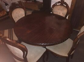 Dining table with 4 chairs in good condition