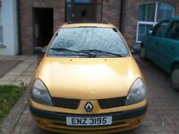 renault clio 2003 /slight damage/gone today 120 no offers 07465655203