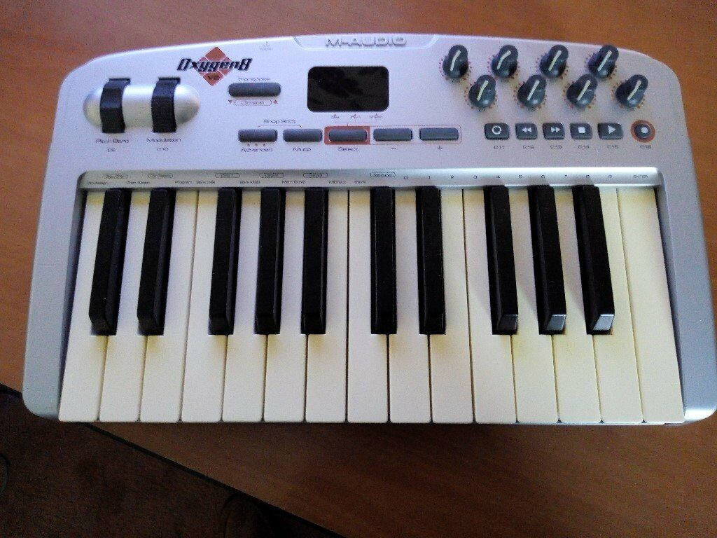 aa9ceb0c4 M-Audio Oxygen 8 25 Key Midi Keyboard Controller Mint Condition